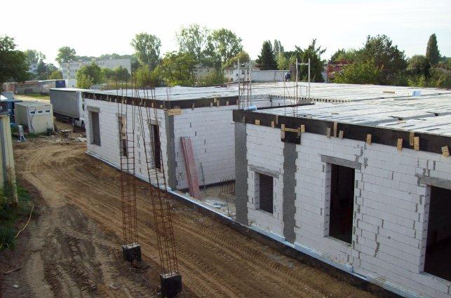 Zaawansowanie budowy we wrześniu - zdjęcie ścian parteru i stropu nad parterem (JPG - 1,3 MB)