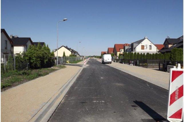 zdjęcie przedstawia pierwszą warstwę nowej drogi ul. Legionów w Kątach Wr.