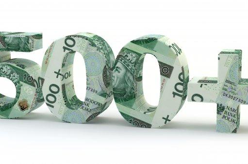 na obrazku 500 zrobione z banknotów