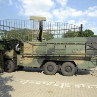 zdjęcie przedstawia wojskowy samochód łączności